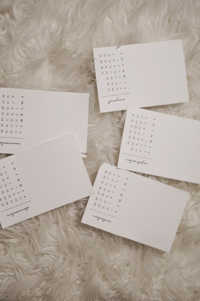 DIY Photo Calendar. Such a cute gift idea!