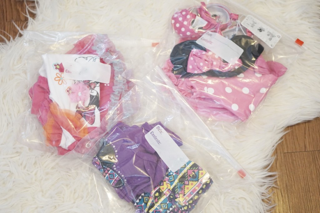 PACKING TIP: Pack each outfit in a ziplock bag with matching bow, socks, and shoes! Perfect for a baby girl! || Gracefulmommy.com