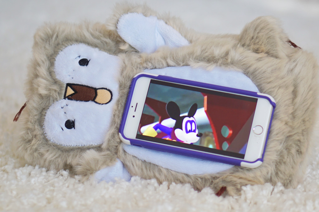 Pawd Pet Review- Stuffed animal cuddly toy that also acts as a magnetic iPhone or iPad holder! Great for kids!! Read more at Gracefulmommy.com