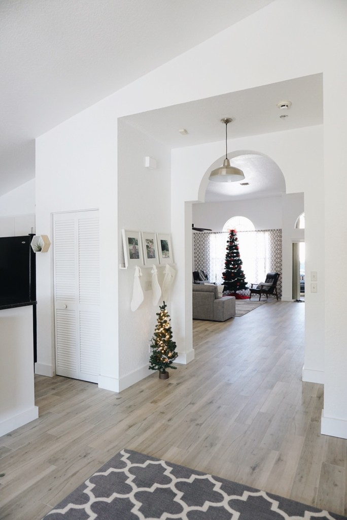 Holiday House Tour From Graceful Mommy! Beautiful and simple, less is more!